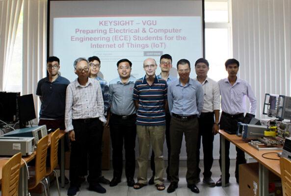 Đại diện từ Keysight và ASIC Technologies cùng Đại diện từ Đại học Việt - Úc